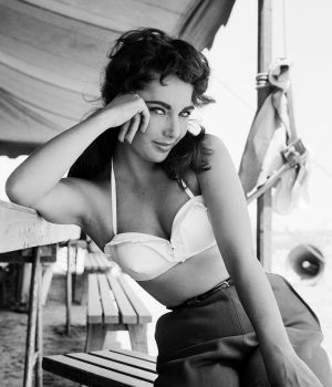 "Classical Elizabeth Taylor portrait on the set of ""Giant"", 1955"