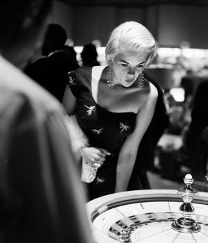Svelte Jayne Mansfield Plays Roulette by