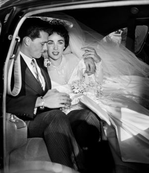 Young Liz Taylor 1st wedding by
